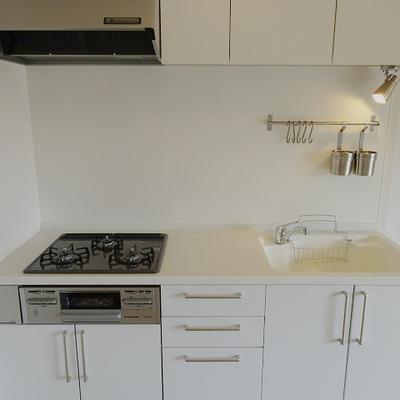 【イメージ】3口ガスコンロ・グリル付きのグレードの高いキッチンです。