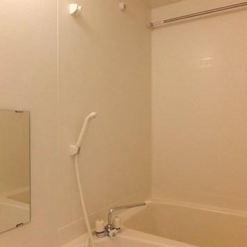 お風呂は普通ですが浴室乾燥機付きです。