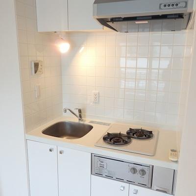 キッチンは小さいけど、ガスコンロ2口で優秀。