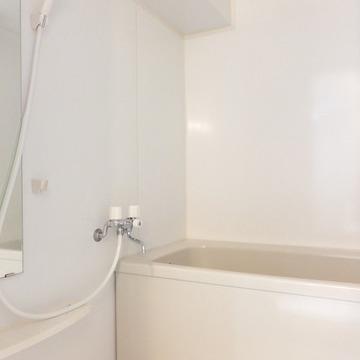 お風呂はシンプルですが、清潔感ありです!