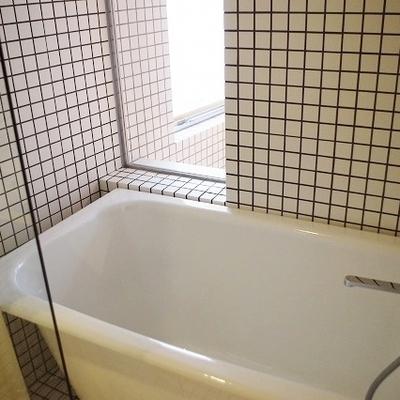 お風呂から外が少し見えますね!