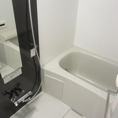 追い焚きつき、浴室乾燥機付きのお風呂です。