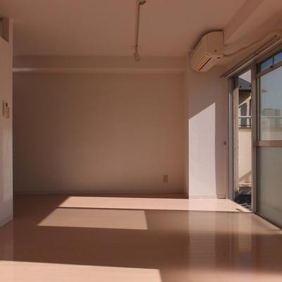 こちらは奥のベッドルーム。9帖あります。※写真は前回募集時のものです