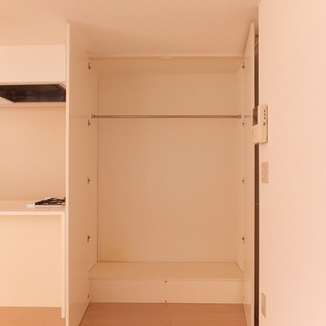 キッチン横にクローゼットがあります。※写真は前回募集時のものです