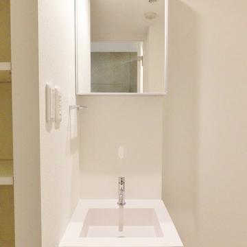 洗面台もコンパクトですが、独立なのがうれしい!