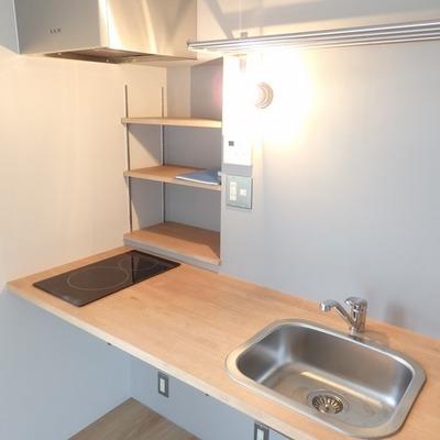 キッチンもナチュラルで、収納しっかり。