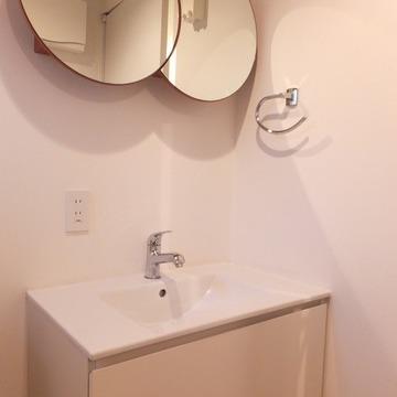 丸が二つ並んだ洗面台!