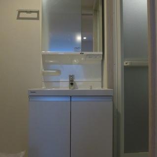 使いやすい独立洗面台※写真は別室です
