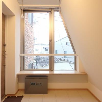 この窓辺が ※写真は別部屋です