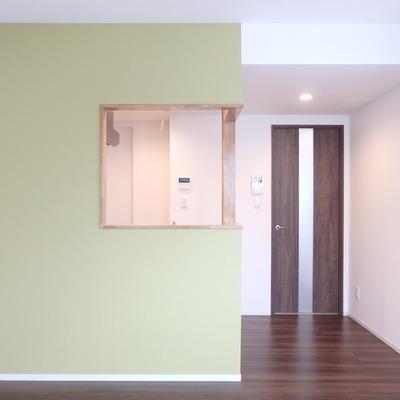 クロスのグリーンがお部屋の雰囲気をグレードアップ!※写真は別部屋