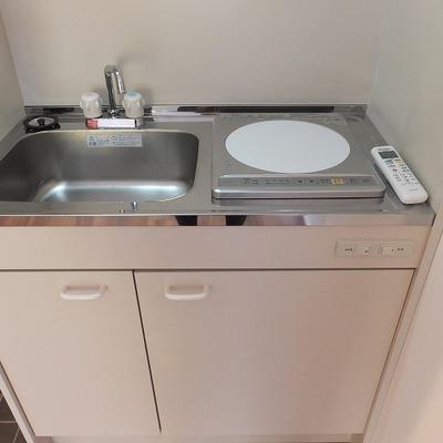 キッチンもIH1口でコンパクト。