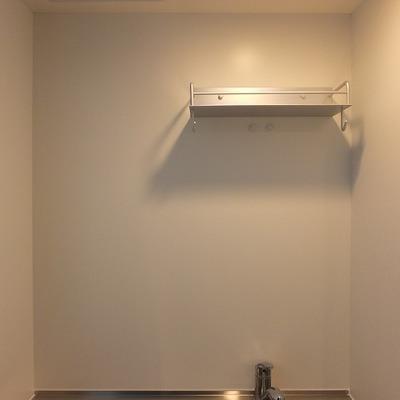 キッチンの上はこんな感じ。自分で収納用具を用意しましょう!