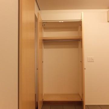 クローゼットは寝室にあります。