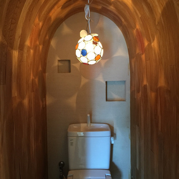 トイレがすごいです。無垢の壁。