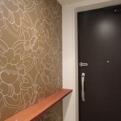 玄関も可愛いクロスが貼ってあります。