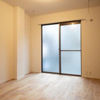 こちらは洋室部分。室内用の物干しが嬉しい!