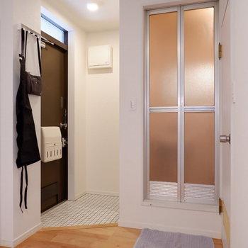 浴室は玄関隣に