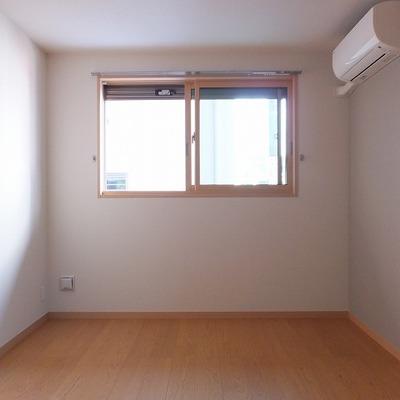 6帖の洋室。こちらも2面採光です。