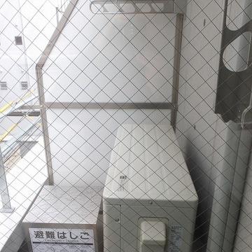 洗濯物は一旦バルコニーに出てから干しましょう。※前回募集時の写真です