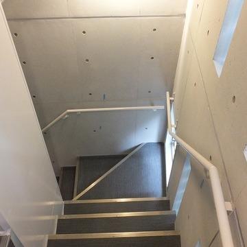 打ちっ放しでかっこいい階段。(共用部)※前回募集時の写真です