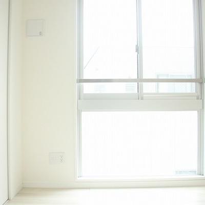 1階洋室内も白が基調