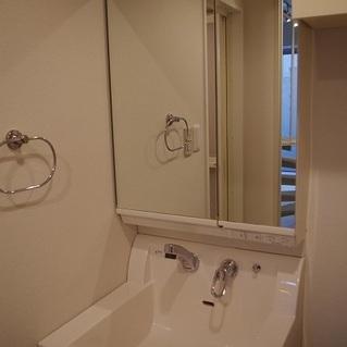 独立洗面台です※写真は前回掲載時のものとなります。