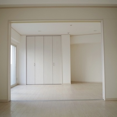 2つの部屋は扉があるので、分けれます。