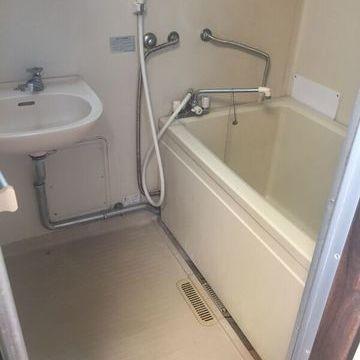 こちらは既存のお風呂場の様子
