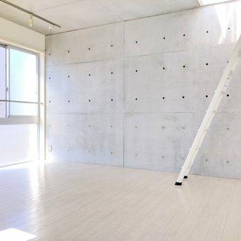 【中階】コンクリ打ちっぱなし壁の柔らかい空間
