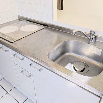 【下階】IHコンロは掃除がしやすいですよ