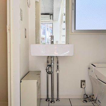 【下階】スッキリした洗面台