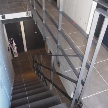 共用部です。階段で4階まで。