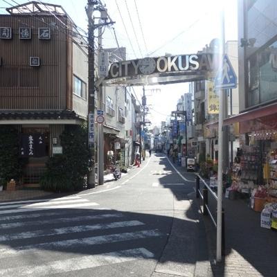 商店街も駅の近くに。