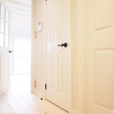 ドア一つにも、こだわりと統一感があります。