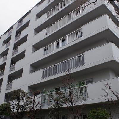 9階建ての立派なマンションです!