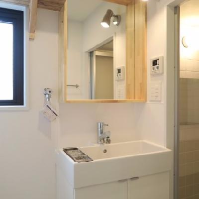 木枠の可愛らしい洗面台【写真は前回募集時のものです】