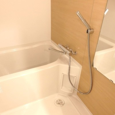 お風呂もナチュラルな色で統一。