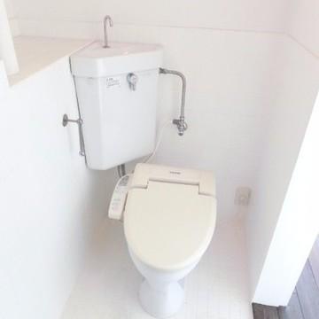 お風呂とトイレは同じ空間にあります