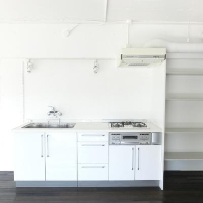 キッチンは3口コンロで広め