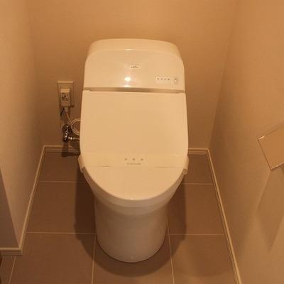 トイレは温水便座つき!