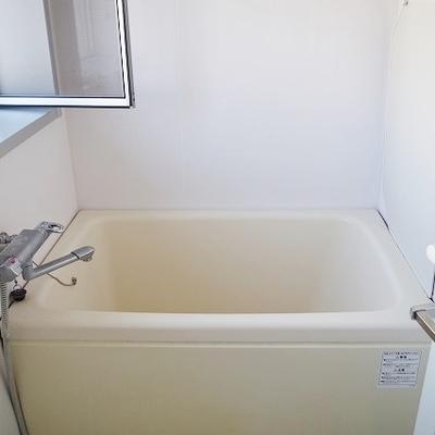 お風呂は少し狭いかな?