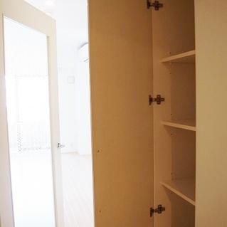 廊下にも収納がありますよ!