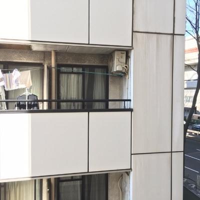 目の前はマンション。右手奥が首都高&大通りです。