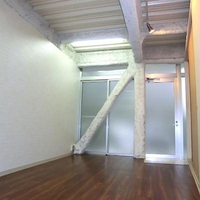 少しかわった形のお部屋です