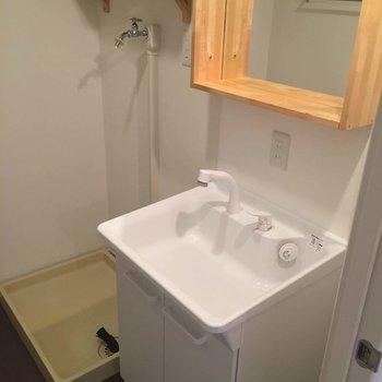 洗面台は機能性ばっちり!※写真は似た間取り前回募集時のものです