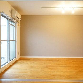 南側の洋室はリビングとひとつながり※写真は似た間取り前回募集時のものです