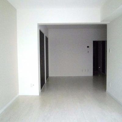 真っ白の壁が印象的です