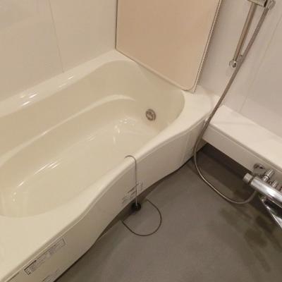 足が伸ばせるのが嬉しいお風呂!