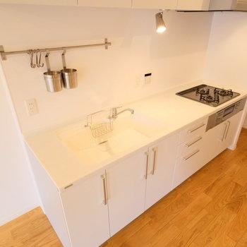キッチンも3m近くあるおおきなキッチンです!!