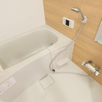 お風呂場も綺麗ですよ〜〜〜!追い焚きだってあるのです。※写真は前回募集時のもの